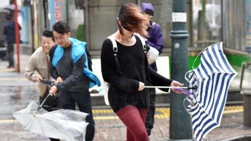 Siêu bão mạnh tương đương Haiyan sắp đổ bộ vào Nhật - 2