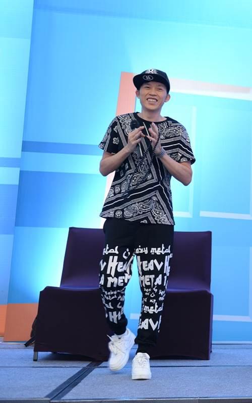 Hoài Linh gây chú ý với phong cách hip hop - 1