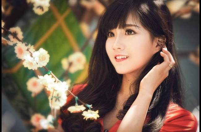 Năm 2013, cô được biết đến qua những bộ ảnh xinh lung linh trên mạng