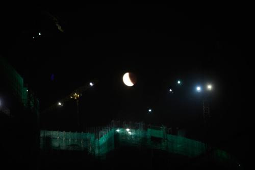 """Người Việt Nam háo hức ngắm """"trăng máu"""" - 19"""