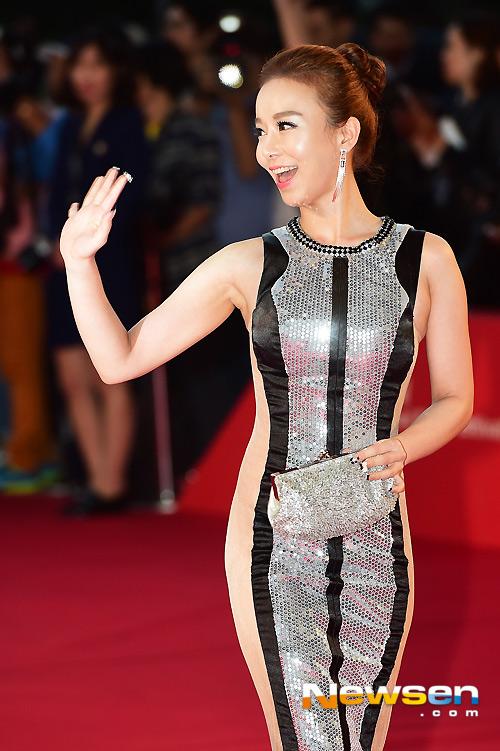 """Kiều nữ """"mặc như không"""" trên thảm đỏ LHP Busan - 3"""