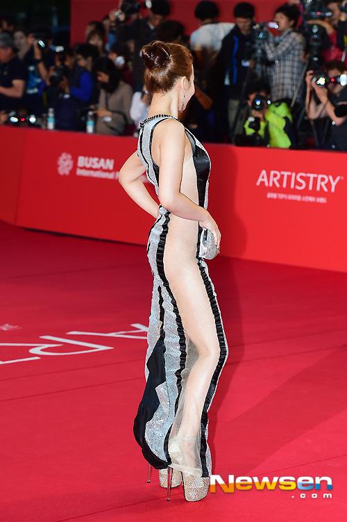 """Kiều nữ """"mặc như không"""" trên thảm đỏ LHP Busan - 5"""