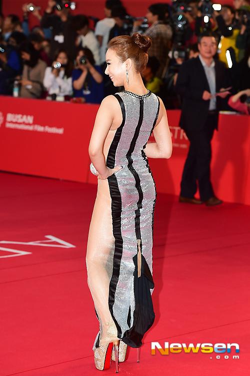 """Kiều nữ """"mặc như không"""" trên thảm đỏ LHP Busan - 7"""