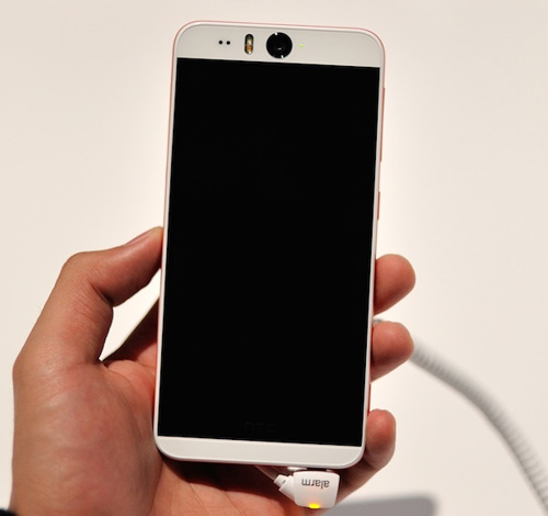 Trình làng HTC Desire Eye: Thiết kế đẹp, cấu hình ổn - 6