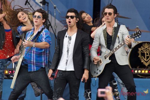 """""""Chàng 6 múi"""" Nick Jonas trở lại vô cùng sexy - 2"""