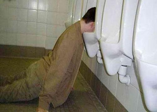 Khó đỡ với những quý ông say xỉn - 3