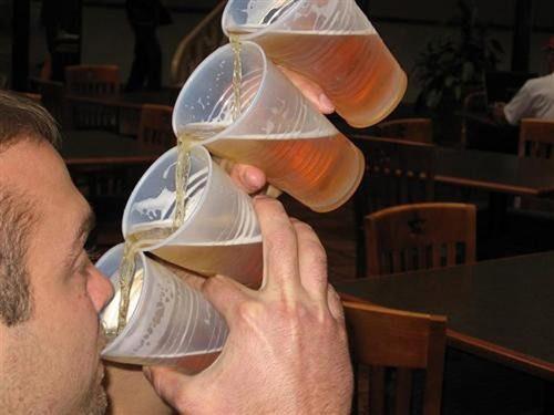 Khó đỡ với những quý ông say xỉn - 5