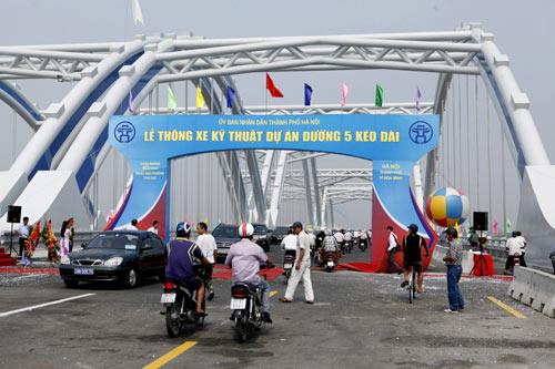 Hà Nội: Thông xe cầu vòm thép trên đường 5 kéo dài - 2