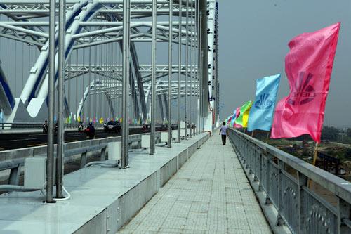 Hà Nội: Thông xe cầu vòm thép trên đường 5 kéo dài - 7