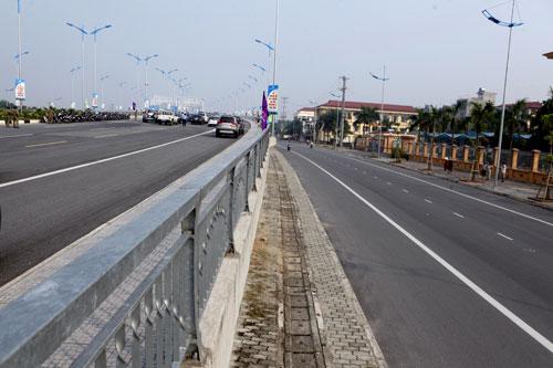 Hà Nội: Thông xe cầu vòm thép trên đường 5 kéo dài - 9