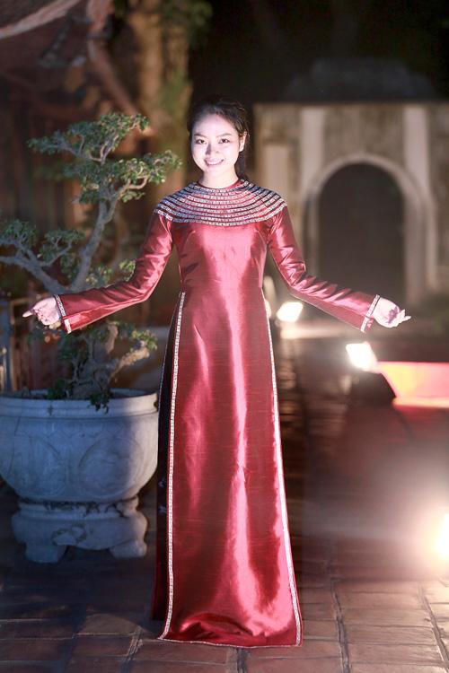 Hoa hậu Ngọc Anh duyên dáng với áo dài khảm trai - 2