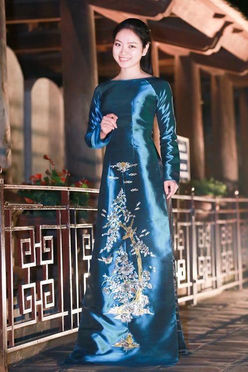 Hoa hậu Ngọc Anh duyên dáng với áo dài khảm trai - 3