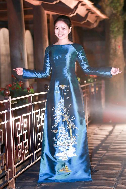 Hoa hậu Ngọc Anh duyên dáng với áo dài khảm trai - 4