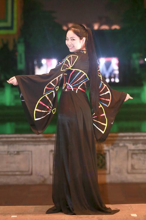 Hoa hậu Ngọc Anh duyên dáng với áo dài khảm trai - 6
