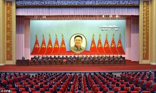 """Báo Anh: Kim Jong-un đang bị """"giam lỏng tại nhà"""" - 2"""