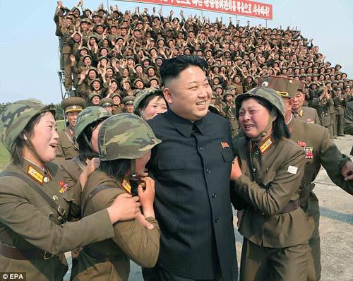 """Báo Anh: Kim Jong-un đang bị """"giam lỏng tại nhà"""" - 3"""