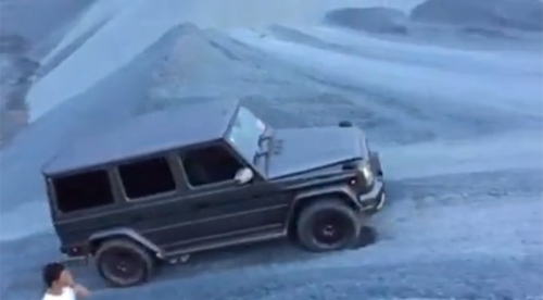 Cường 'đô-la' trổ tài vượt địa hình với xe Mercedes hầm hố - 1
