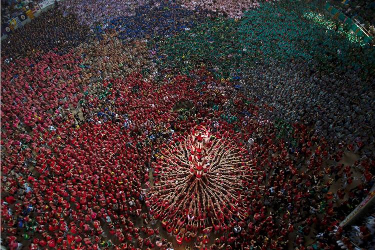Đây được xem là một trong những truyền thống văn hóa quan trọng nhất của người dân xứ Catalonia ở Tây Ban Nha. Lễ hội được tổ chức hai năm một lần, vào cuối tuần đầu tiên của tháng Mười.