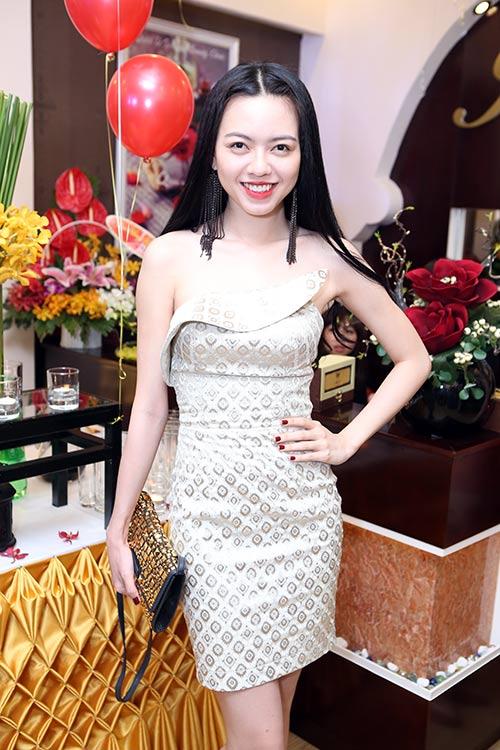 """""""Gái 2 con"""" Dương Yến Ngọc khoe trọn vai trần - 4"""