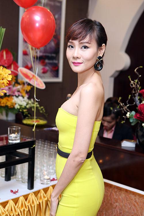 """""""Gái 2 con"""" Dương Yến Ngọc khoe trọn vai trần - 2"""