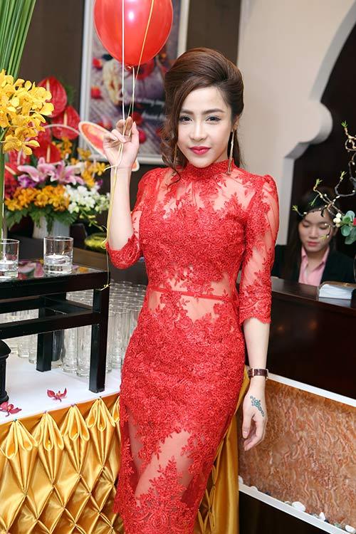 """""""Gái 2 con"""" Dương Yến Ngọc khoe trọn vai trần - 9"""