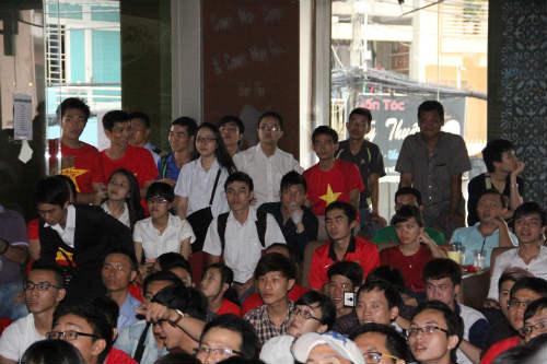CĐV Việt Nam ngấm nỗi buồn cùng U19 - 2