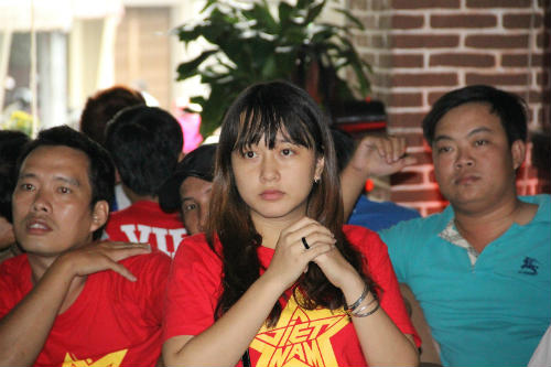 CĐV Việt Nam ngấm nỗi buồn cùng U19 - 8