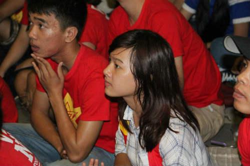 CĐV Việt Nam ngấm nỗi buồn cùng U19 - 7