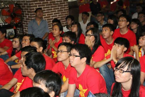 CĐV Việt Nam ngấm nỗi buồn cùng U19 - 11