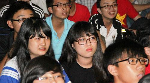CĐV Việt Nam ngấm nỗi buồn cùng U19 - 12