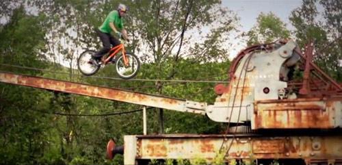 Tuyệt đỉnh VĐV đi xe đạp trên ray, bay trên nóc nhà - 5