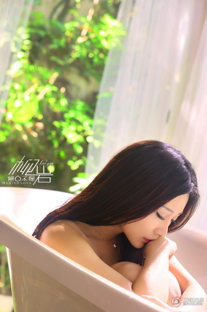Liễu Nham đẹp mong manh trong bồn tắm - 5