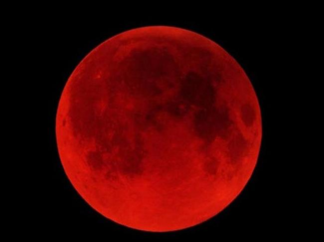 Đêm 8/10/2014, hiện tượng trăng máu xuất hiện đã làm  náo loạn  những bạn trẻ yêu thích thiên văn trên thế giới.