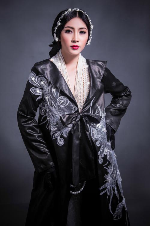 Hoa hậu Thu Thảo che ngực trần bằng hạt trai - 6