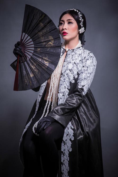 Hoa hậu Thu Thảo che ngực trần bằng hạt trai - 1