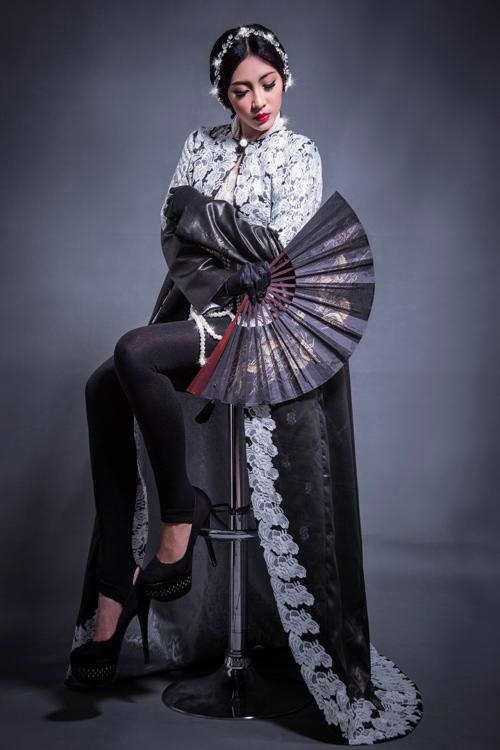 Hoa hậu Thu Thảo che ngực trần bằng hạt trai - 5
