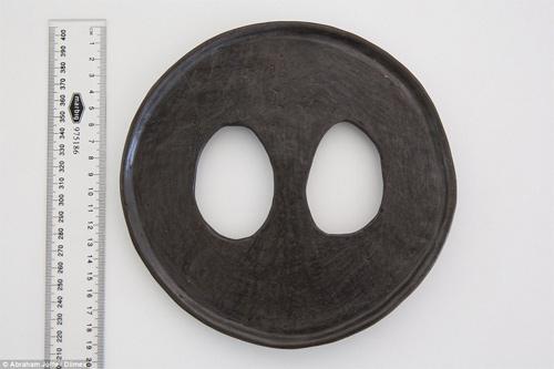 Sốc với cô gái đeo chiếc đĩa rộng 20cm trên môi - 3