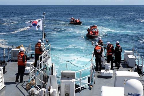 Cảnh sát biển Hàn Quốc bắn chết ngư dân TQ trên biển - 2