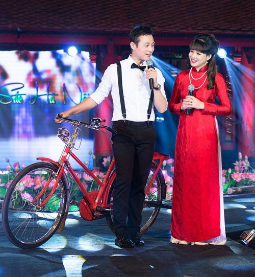 MC Diễm Quỳnh đẹp ngỡ ngàng bên Anh Tuấn - 1
