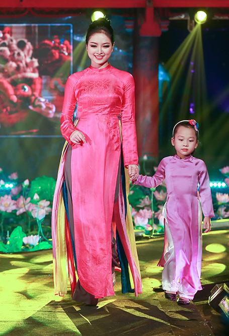 MC Diễm Quỳnh đẹp ngỡ ngàng bên Anh Tuấn - 11