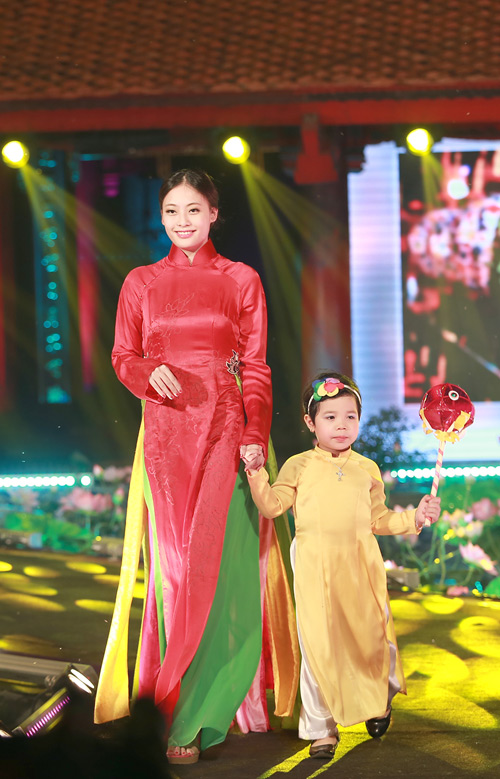 MC Diễm Quỳnh đẹp ngỡ ngàng bên Anh Tuấn - 14