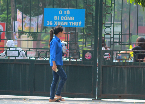 Sinh viên HN mặc quần soóc, dép lê tới giảng đường - 15