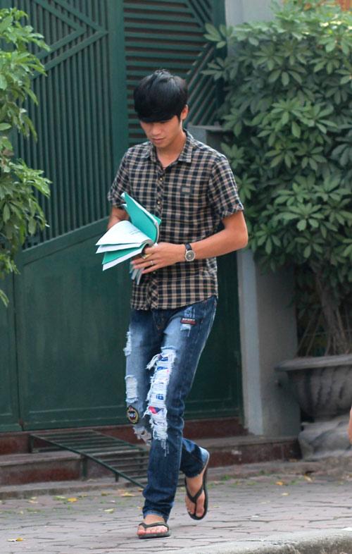 Sinh viên HN mặc quần soóc, dép lê tới giảng đường - 2