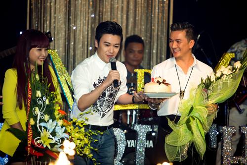 Mr Đàm được fan nhí chờ đến 1h đêm để mừng sinh nhật - 5