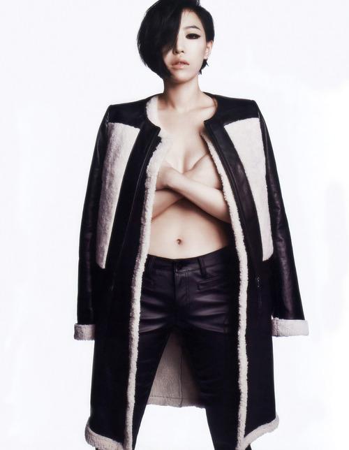 Những bức ảnh ngực trần nghệ thuật nhất Kbiz - 4
