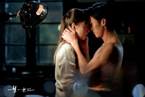 """Phim """"nóng"""" của Tạ Đình Phong hốt bạc tháng 9 - 10"""