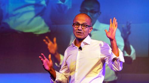 """CEO Microsoft xin lỗi vì nói """"đụng chạm"""" đến phụ nữ - 1"""