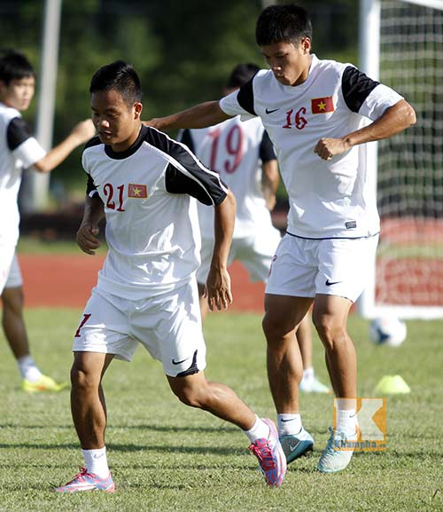 """Phóng viên Trung Quốc """"cải trang, do thám"""" U19 Việt Nam - 5"""