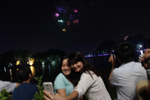 Pháo hoa rực sáng trên bầu trời Thủ đô - 5