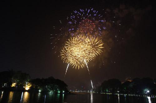 Pháo hoa rực sáng trên bầu trời Thủ đô - 7